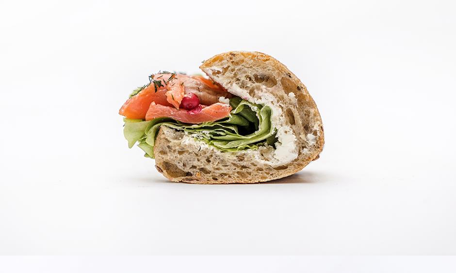 Сэндвич с лососем (половина) 110 г