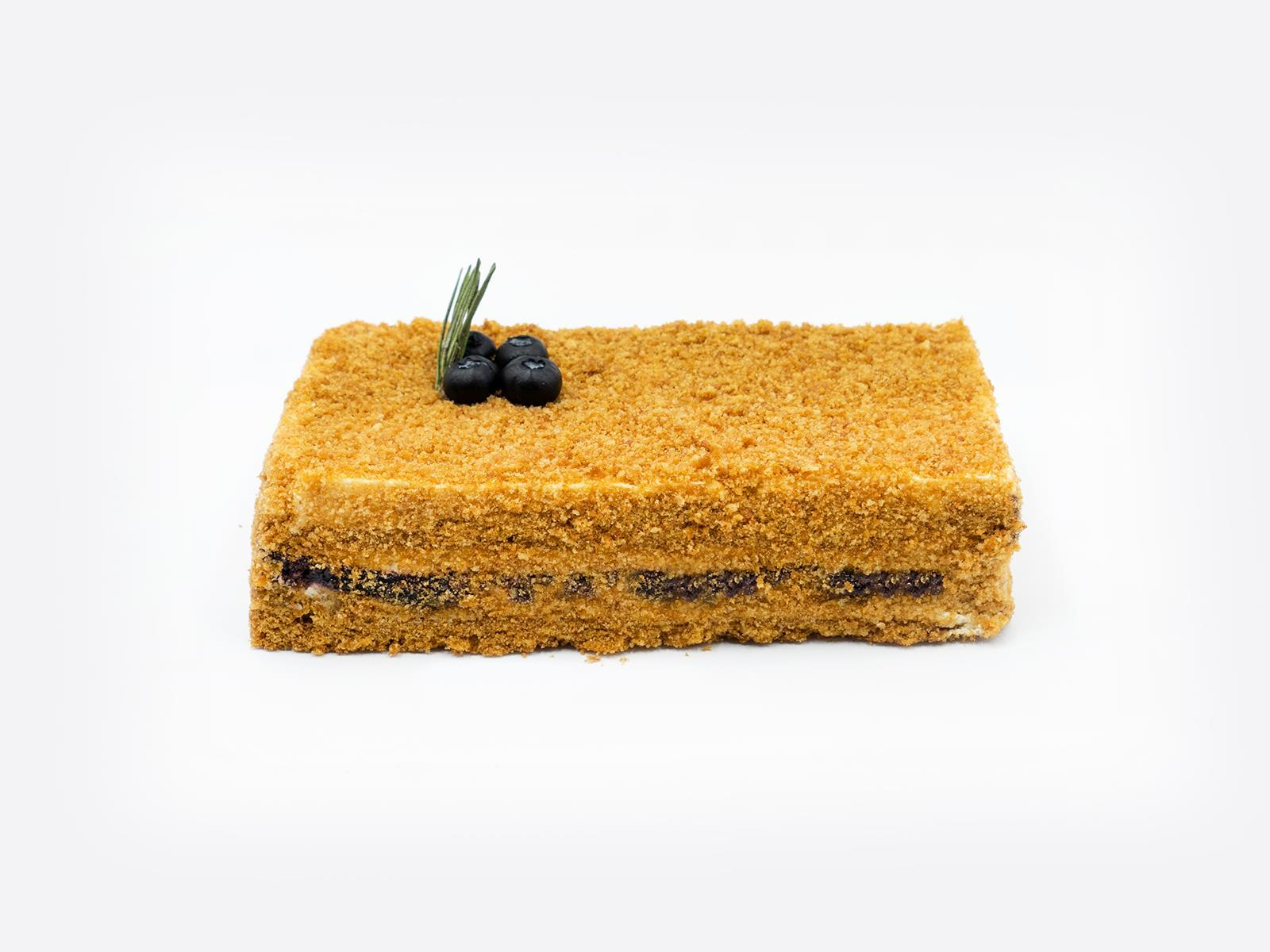 Торт Медовик Черничный 0,57 кг
