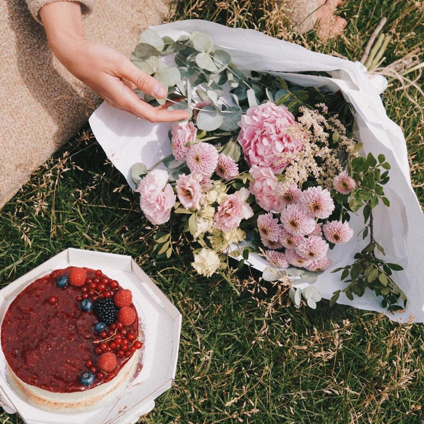 Цветочный pop-up корнер от Kraft Flowers в буше на Льва Толстого
